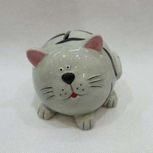 Kočka kasička keramika ležící s mourem bílá 9,4cm
