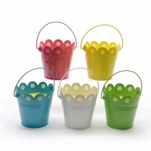 Svíčka CITRONELLA v plechovém kbelíku - mix barev růžová